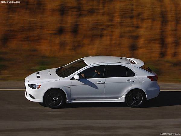 Mitsubishi-Lancer_Sportback_Ralliart_2009_800x600_wallpaper_06