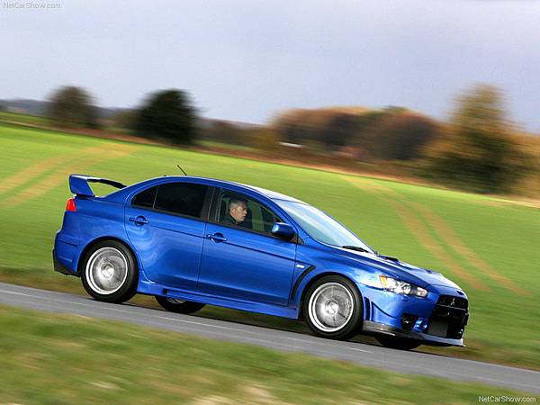 Mitsubishi-Lancer_Evolution_X_FQ-400_2010_800x600_wallpaper_08