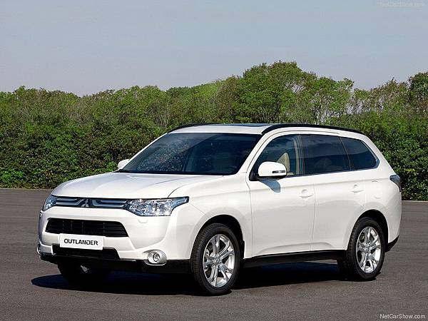 Mitsubishi-Outlander_2013_800x600_wallpaper_08