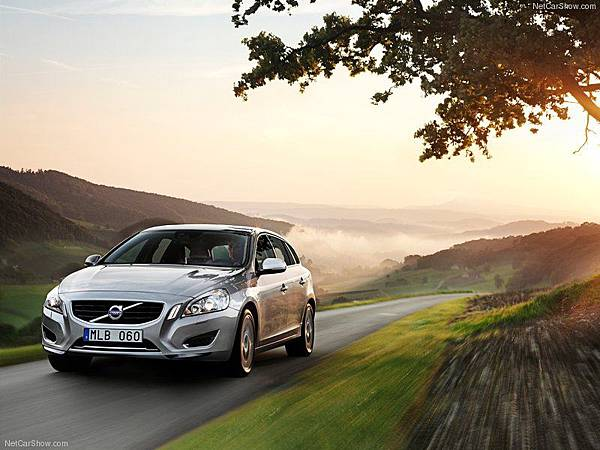 Volvo-V60_Plug-in_Hybrid_2013_800x600_wallpaper_02