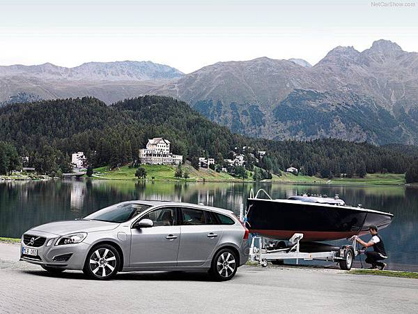 Volvo-V60_Plug-in_Hybrid_2013_800x600_wallpaper_0a