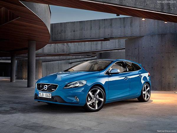 Volvo-V40_R-Design_2013_800x600_wallpaper_01