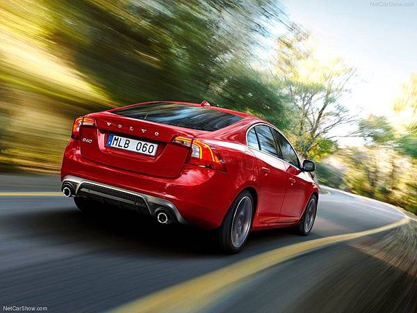Volvo-S60_R-Design_2014_800x600_wallpaper_02