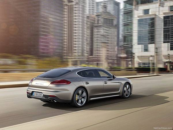 Porsche-Panamera_Turbo_S_2014_800x600_wallpaper_05