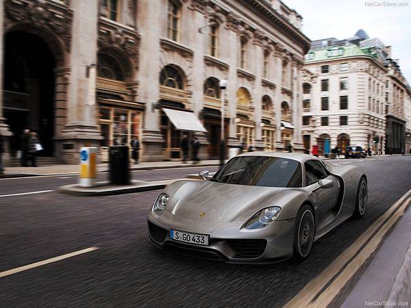 Porsche-918_Spyder_2015_800x600_wallpaper_07