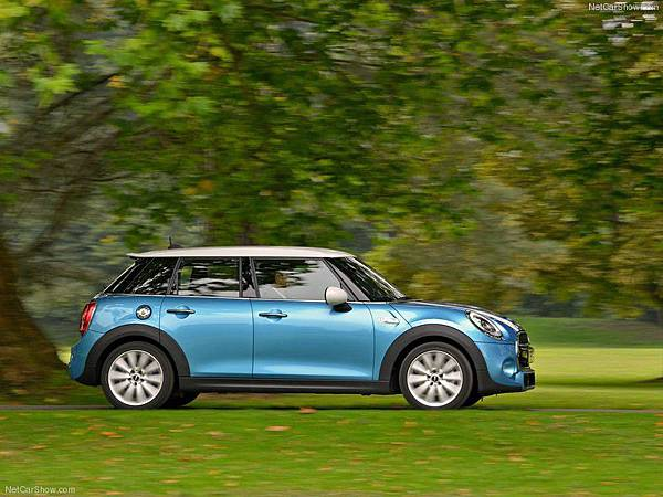 Mini-Cooper_SD_5-door_2015_800x600_wallpaper_33