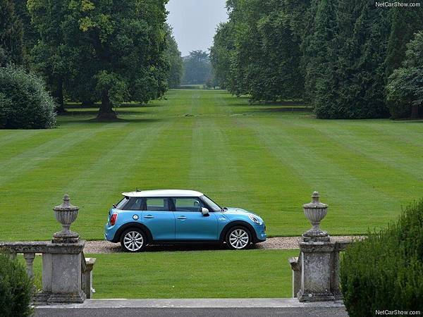Mini-Cooper_SD_5-door_2015_800x600_wallpaper_2b