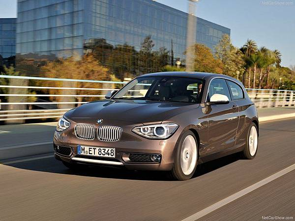 BMW-1-Series_3-door_2013_800x600_wallpaper_01