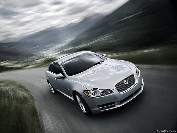 Jaguar-XF_2010_800x600_wallpaper_01
