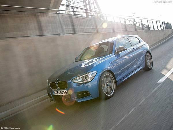 BMW-M135i_2013_800x600_wallpaper_2d