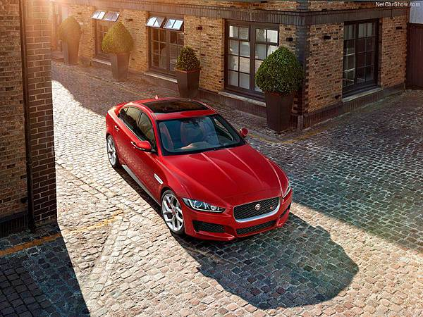 Jaguar-XE_S_2016_800x600_wallpaper_07