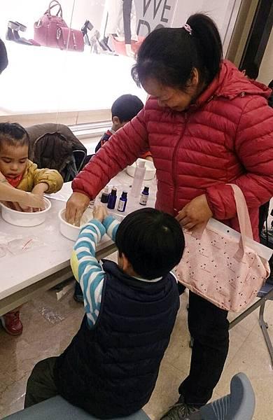 浪漫花香泡澡球--新竹巨城教學活動