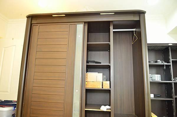 台北市新北市桃園收購二手中古舊家具家電回收中心0913130779劉小姐或章先生