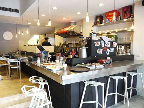 MIGHTY CAFE 05.JPG