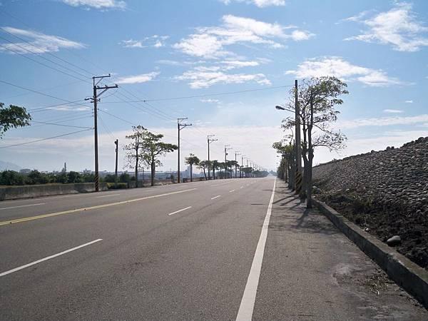 大安溪北岸道路 26.JPG