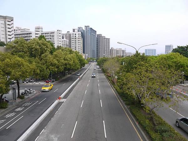 台12線&BRT (168).JPG