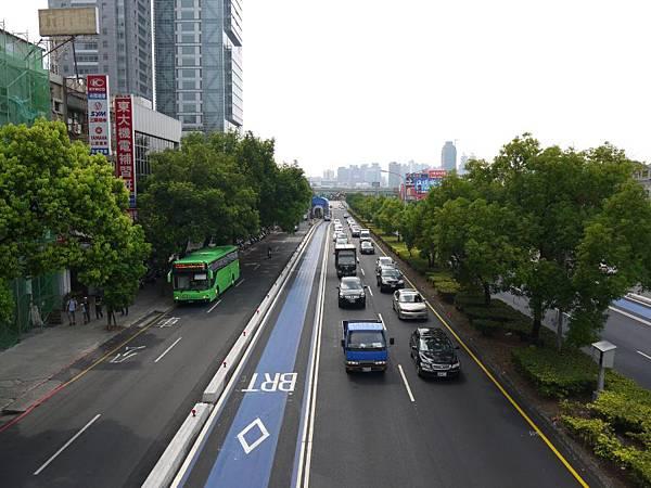 台12線&BRT (204).JPG