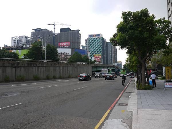 台12線&BRT (229).JPG