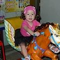 芭蕾姑娘騎小馬.jpg