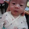 嬰兒逗雞眼