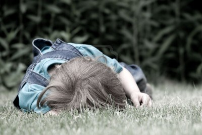 5464223-child-crying-on-the-grass