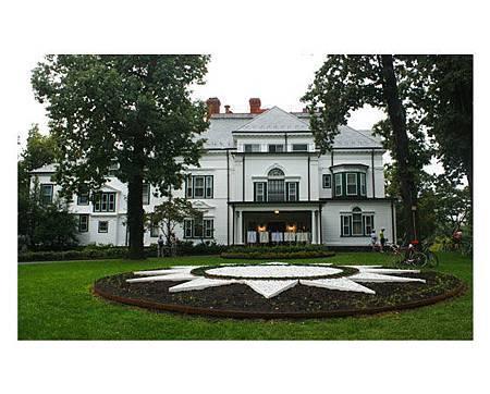 Twin-Oaks-Estate-Rear