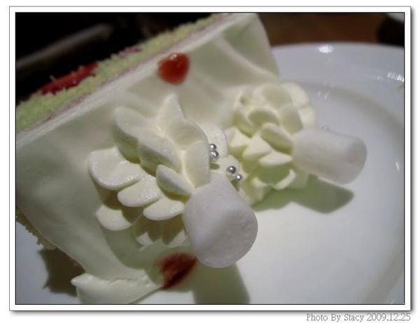 白色耶誕草莓鮮奶油蛋糕.jpg