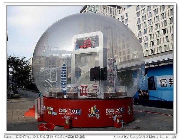新光A8樓耶誕水晶球