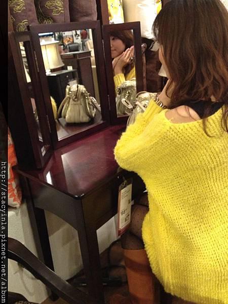 亮黃色單口袋造型毛衣(over size) IIII