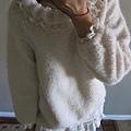 AS08 羊咩咩米白色下擺蕾絲毛衣, 售價 $700