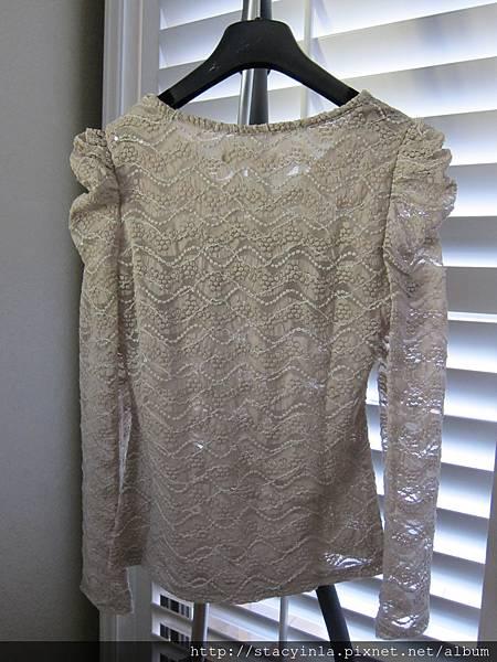 E8 立體蝴蝶結蕾絲上衣, 售價 $400