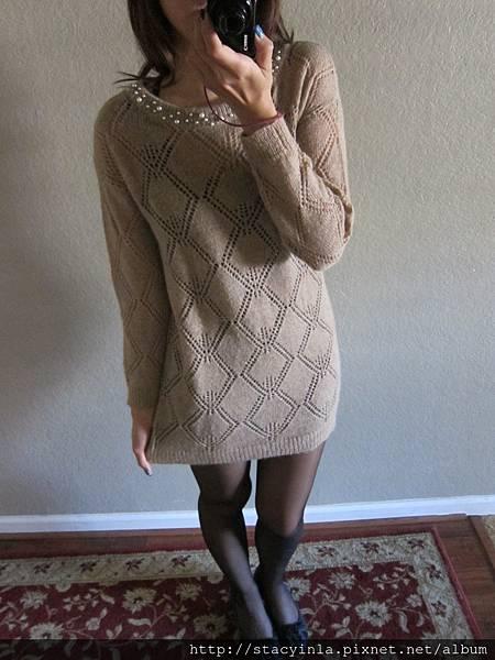 M2 甜美冬日 牛奶糖色珍珠領口綴飾摟空針織洋裝, 售價 $800