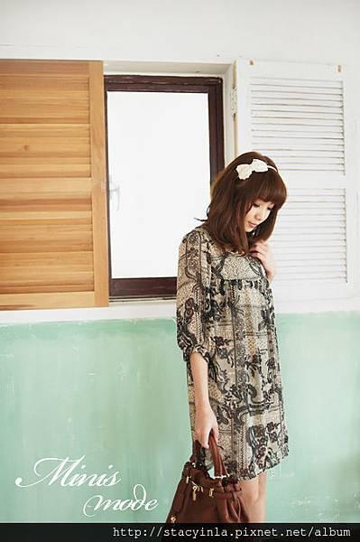 M10 淺杏色底蝴蝶結蕾絲花朵印花雪紡洋裝, 售價 $800