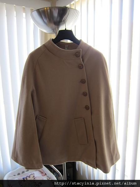 外套 1  側排扣口袋斗蓬大衣 - 奶茶色 $1000 (2).JPG