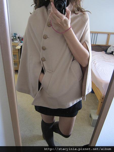 外套 1  側排扣口袋斗蓬大衣 - 奶茶色 $1000 (3).JPG