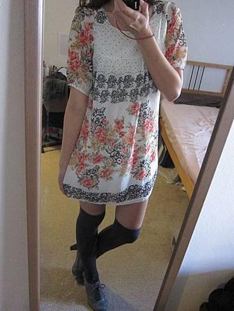 洋裝30 甜美庭園玫瑰圖騰洋裝, $1000