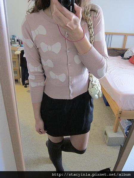 外套 2 俏皮粉紅底白色蝴蝶結針織長袖外套 $800 (3).JPG