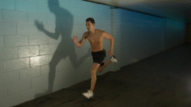 man-sprinting-indoors-cardio-tips