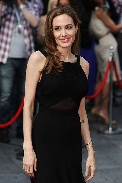 Angelina+Jolie+World+War+Z+World+Premiere+GIOEdqlEA9Cx