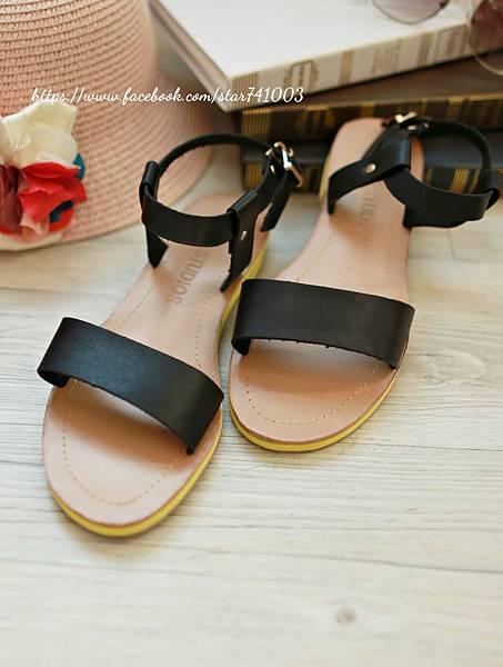J04 平底皮革涼鞋(白色、黑色),NT$950