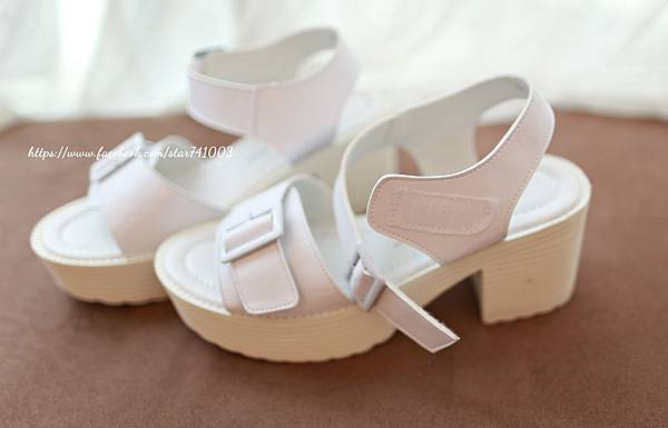 J05 率性扣環厚底鞋(白色、黑色),NT$1080