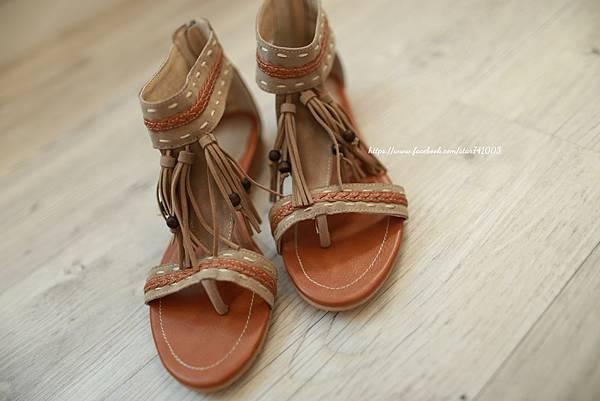 J07 異國風流蘇夾腳涼鞋(咖啡、深藍),NT$1380元