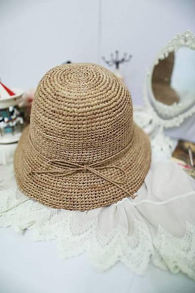 J20 夏日駝色大圓帽,NT$780元