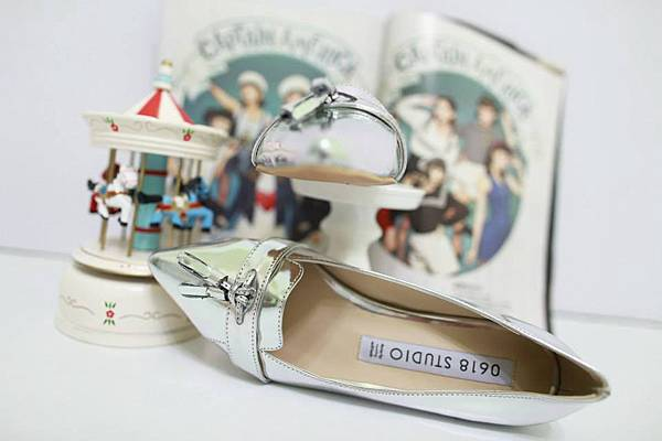 J25 亮皮尖頭平底鞋(銀色),NT$1280元