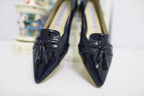 J25 亮皮尖頭平底鞋(深藍色),NT$1280元