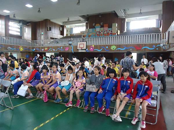 103.6.8至北屯文昌國小參加台中市潔牙比賽情形及榮獲乾淨組團體獎