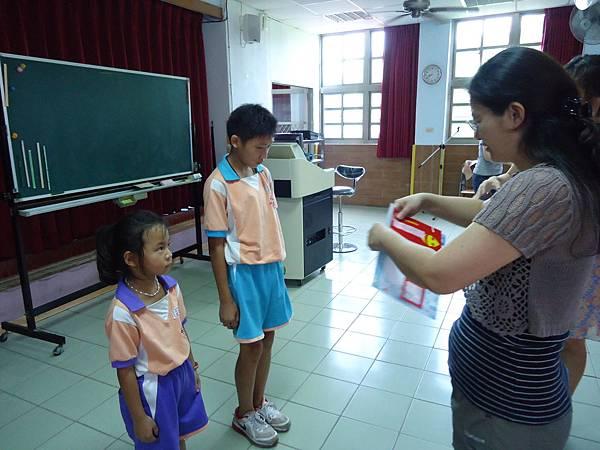 本校一乙劉依亭榮獲102學年度口腔衛生四格漫畫比賽低年級組第三名