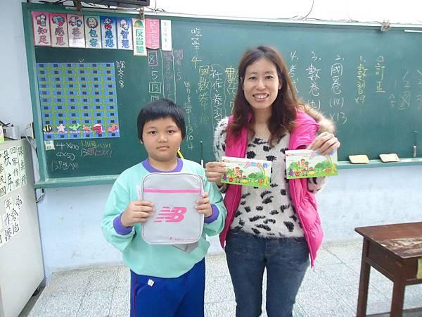 2014蔬果彩虹579系列活動蔬果存摺抽獎活動賴星瑞同學獲得側背包乙份