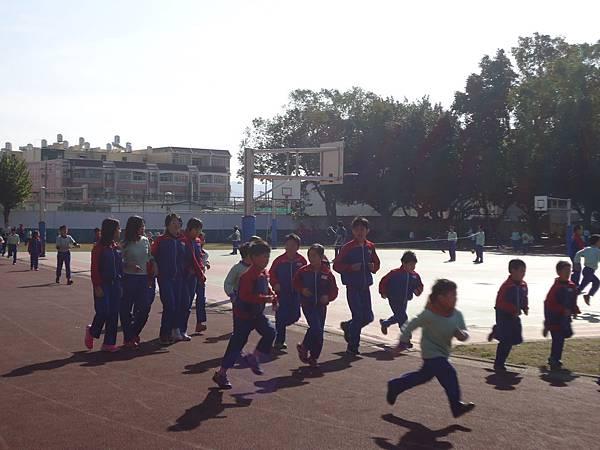 103學年每週二及週四第二節下課推動全校慢跑活動