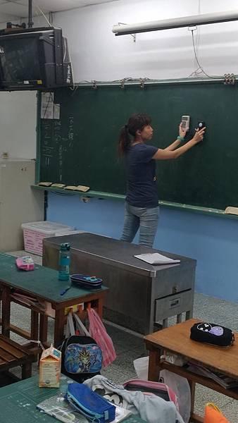 1060901教室黑板及桌面測光
